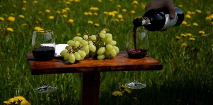 <span><span>Darau pats:</span></span> iškylavimui gamtoje skirtas sulankstomas staliukas