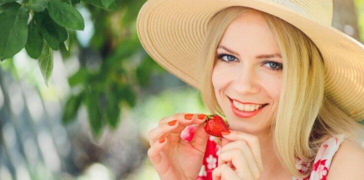 Pasigamink namuose: uogų kaukės veidui, kurios panaikins daugybę problemų