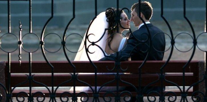 Moterys santuokoje labiausiai ilgisi romantikos.