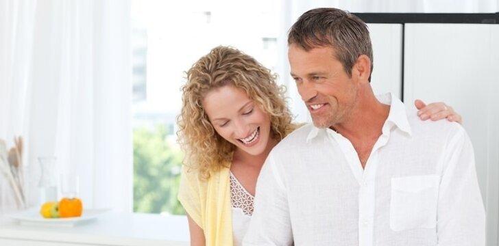Pykčių šeimoje sumažėtų, jei vyras dažniau padėtų moteriai buityje.