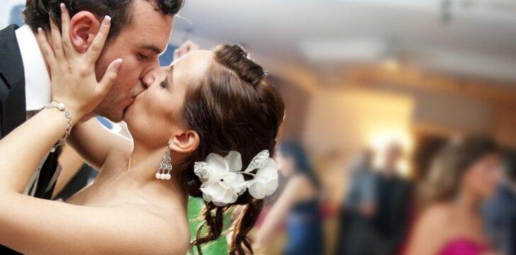 Susituokusių porų bučiniai... džiūsta