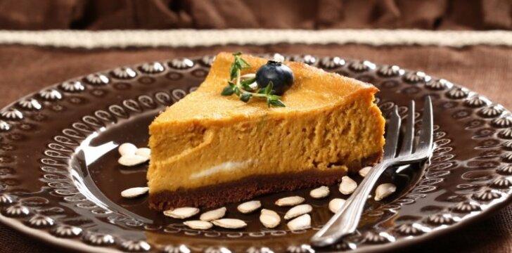 Burnoje tirpstantis sūrio ir moliūgo pyragas