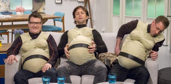 """Trys vyrai tapo <span style=""""color: #ff0000;""""><em>nėščiais,</em></span> norėdami sužinoti, kaip jaučiasi moterys <sup style=""""color: #ff0000;"""">(FOTO)</sup>"""
