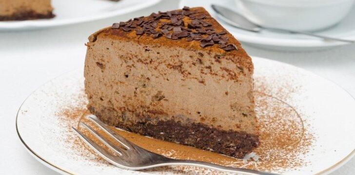 Šokoladinis sūrio pyragas su lazdyno riešutais