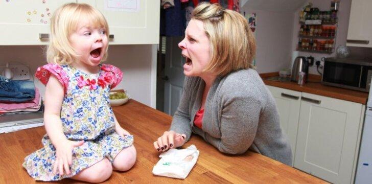 Mama iškvietė policiją dukrytei, nes ši nėjo vakare miegoti