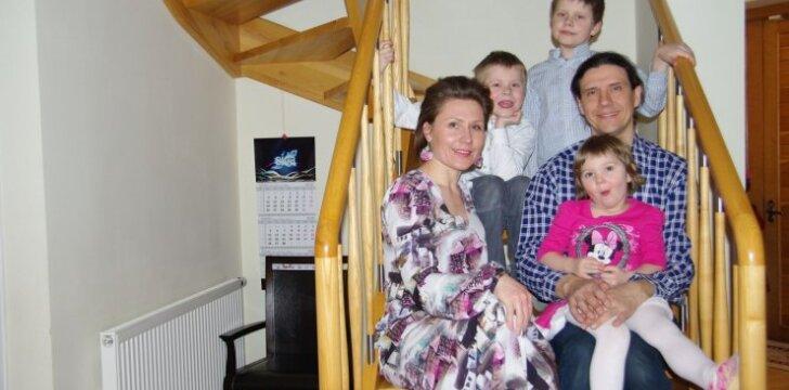 Prakalbinti šilką išmokusi trijų vaikų mama: ateidamas į šeimą kiekvienas vaikas man atnešė po dovaną