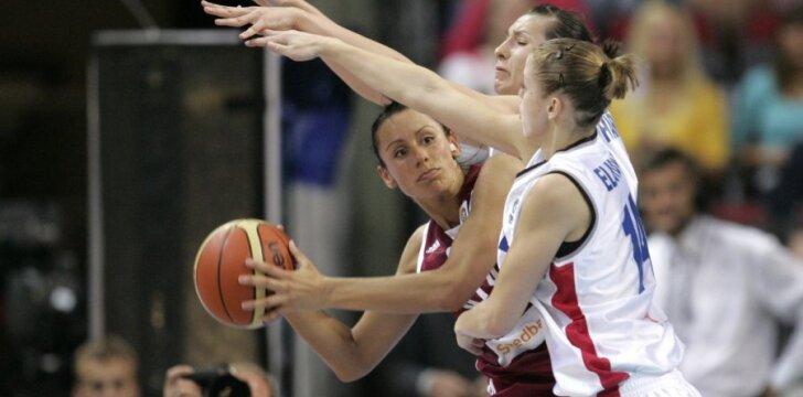 Gunta Baško (su kamuoliu)