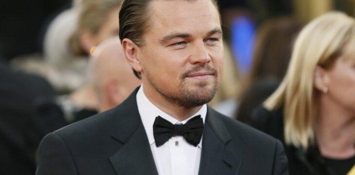 Leo DiCaprio išsiskyrė su dailių kojų savininke