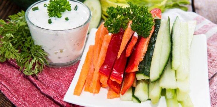Trispalvis daržovių užkandis