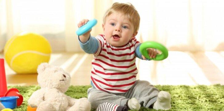 Kaip vystosi vaikas nuo gimimo iki dvejų metų ir ką šiuo metu su juo žaisti