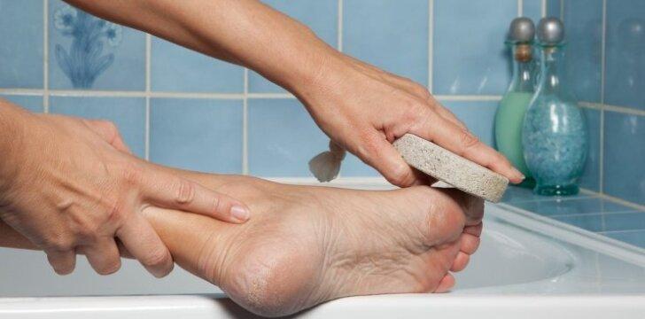 Užteks leisti pinigus pedikiūrui – idealias pėdas galite turėti ir namų sąlygomis
