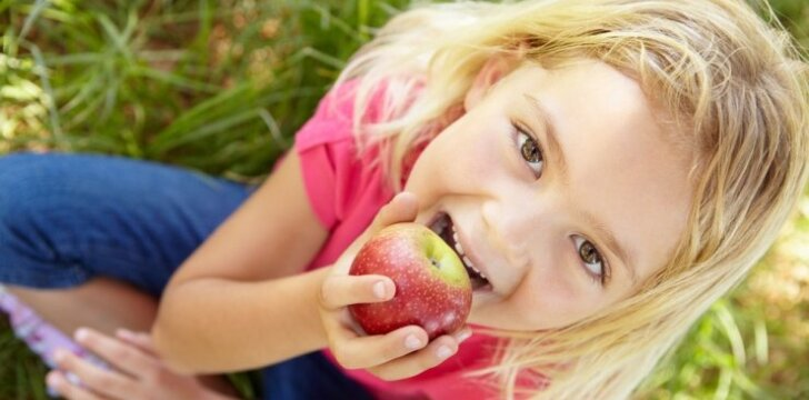 """<span style=""""color: #ff0000;"""">Nevalgus vaikas:</span> gudrybės, kaip jį sveikai pamaitinti"""