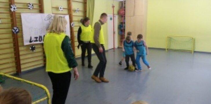 """""""Atžalyno"""" mokykloje vyko futbolo šventė mažiesiems"""