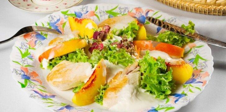 Triušienos salotos su obuoliais
