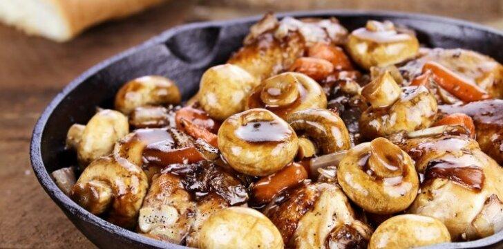 Prancūziškas vištienos troškinys su pievagrybiais