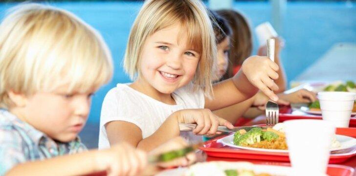 Mitybos specialistė: ir neturint laiko vaikus galima maitinti sveikai