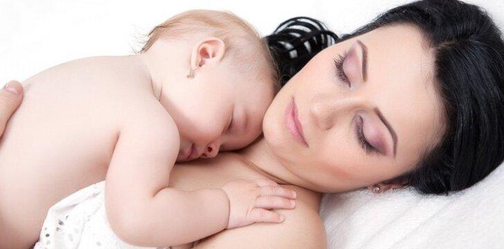 Kūdikis naktį nežinda: ar žadinti maitinti?