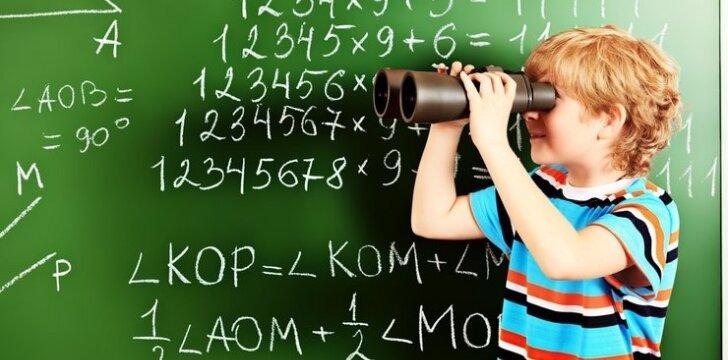 """<span style=""""color: #ff0000;"""">Linksmas video</span>: tėčio reakcija į sūnaus matematikos pažymį"""