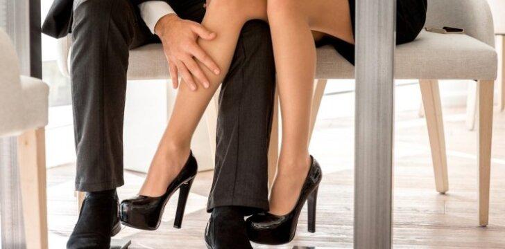 """Suviliok JĮ be žodžių: <span style=""""color: #ff0000;"""">flirto patarimai</span>"""