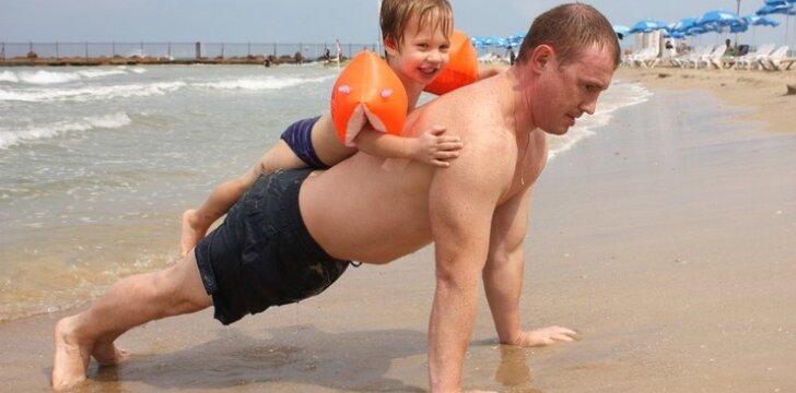 Paplūdimyje vaikams – ne tik malonumai, bet ir traumos ar vėžio grėsmė