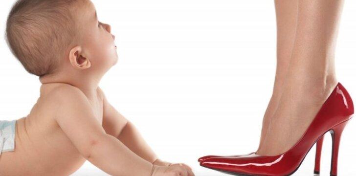 Garsenybės, kurioms vaikus pagimdė surogatinės motinos