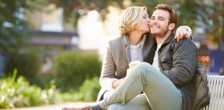 10 moterų savybių, kurios traukia vyrus