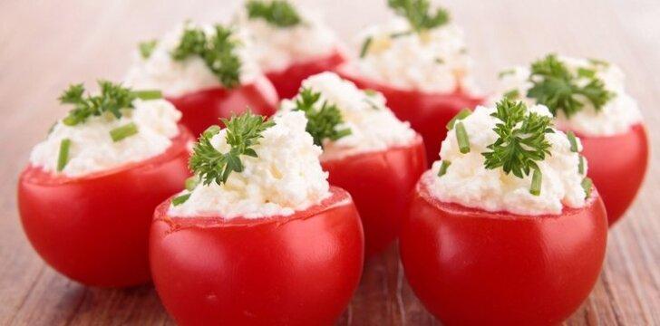 Pomidorai, įdaryti varške, lašiša ir špinatais