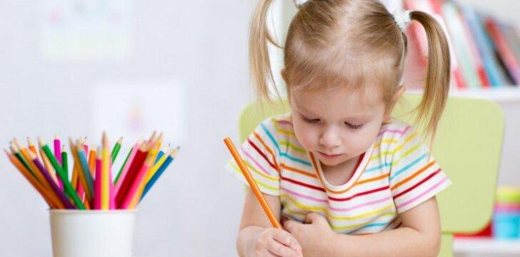 Piešimo pradžiamokslis: ar drausti vaikui morką spalvinti mėlynai?