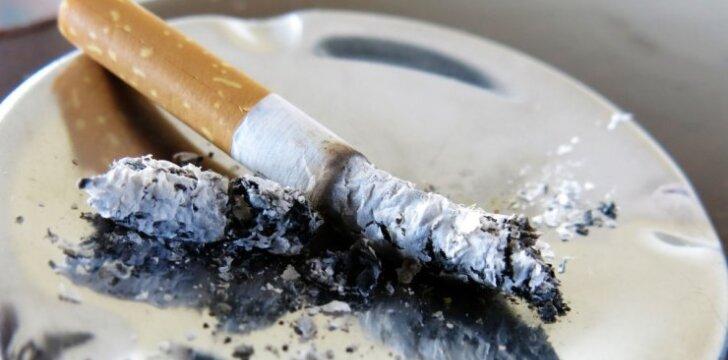 """Paauglystės pavojai: rūkymas, alkoholis ir blogi draugai <sup style=""""color: #ff0000;"""">(psichologės komentaras)</sup>"""