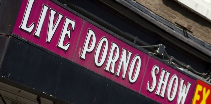 """<span style=""""color: #bf005f;"""">Pornoromantika</span> – kas tai?"""