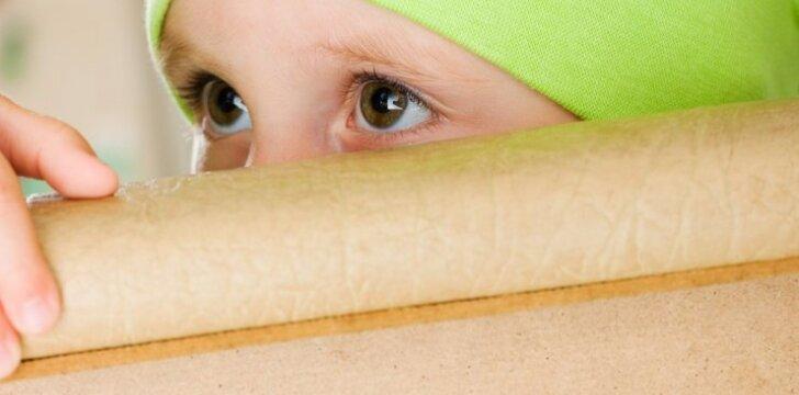 """Slapta kamera nufilmavo žiaurų auklėtojų elgesį vaikų darželyje <span style=""""color: #ff0000;""""><sup>video</sup></span>"""