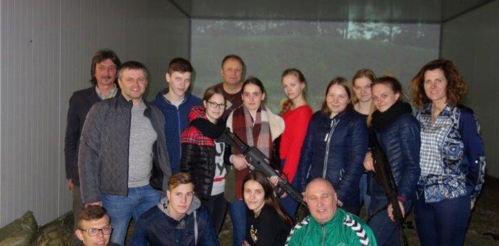 Kuršėnų mokiniai vyko į lazerinę šaudyklą