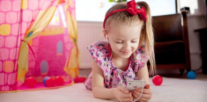 Vaikas užsigeidė brangaus telefono: pirkti ar ne