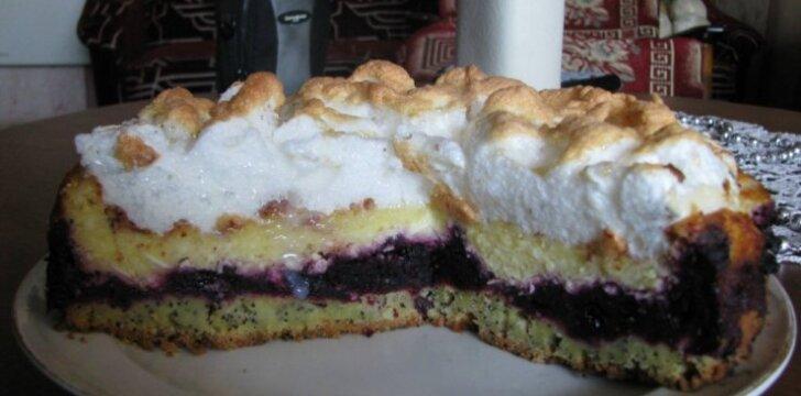 Medaus ir varškės pyragas su kepure