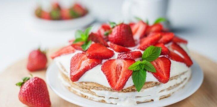 Dietiškas tortas su braškėmis