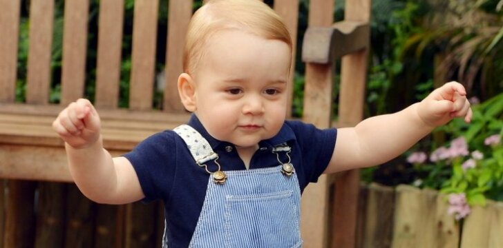 """Gimtadienio proga paviešinta naujausia mažojo princo nuotrauka <sup style=""""color: #ff0000;"""">FOTO</sup>"""
