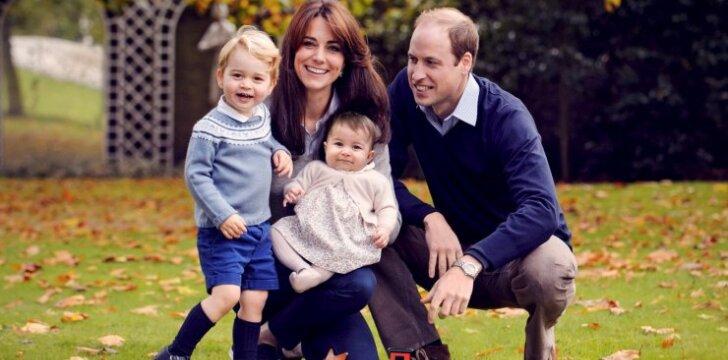 Kas papiktino internautus naujoje karališkosios šeimos nuotraukoje?