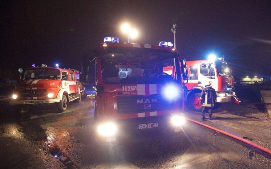 Pražūtinga ugnis Ariogaloje: du žmonės žuvo, dar vieno ieškoma