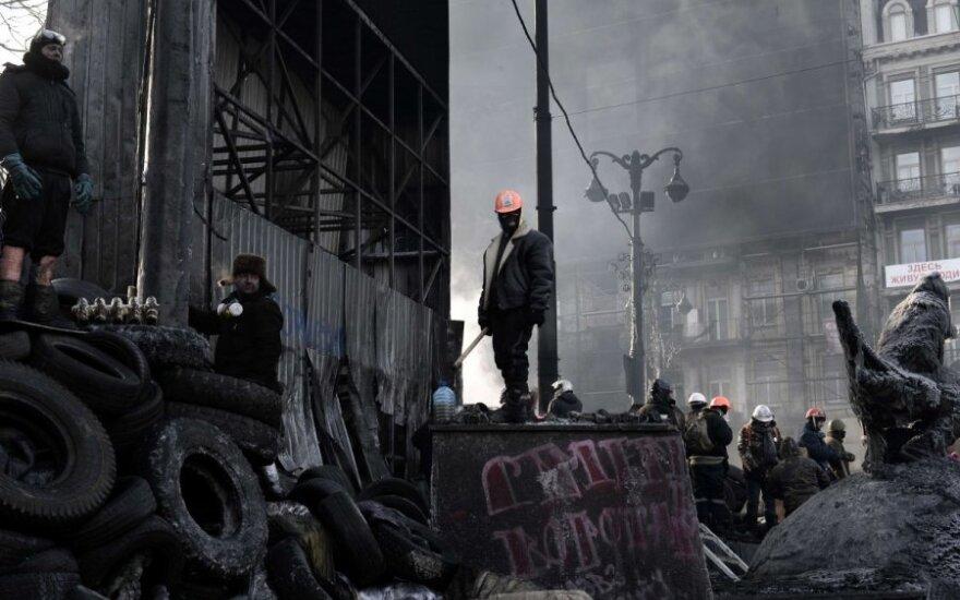 ES dilema dėl Ukrainos: sankcijos ar finansinė pagalba?