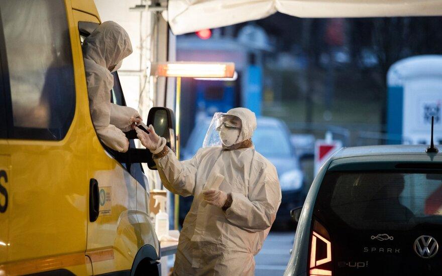 Koronavirusu užsikrėtę Antavilių pensionato gyventojai perkelti į ligoninę Vilniuje