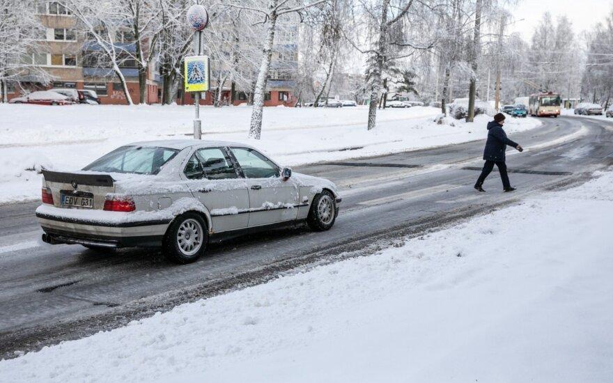 Vairuotojai perspėjami saugotis plikledžio, ypač Kauno ir Vilniaus apskričių bei Vilkaviškio rajono keliuose