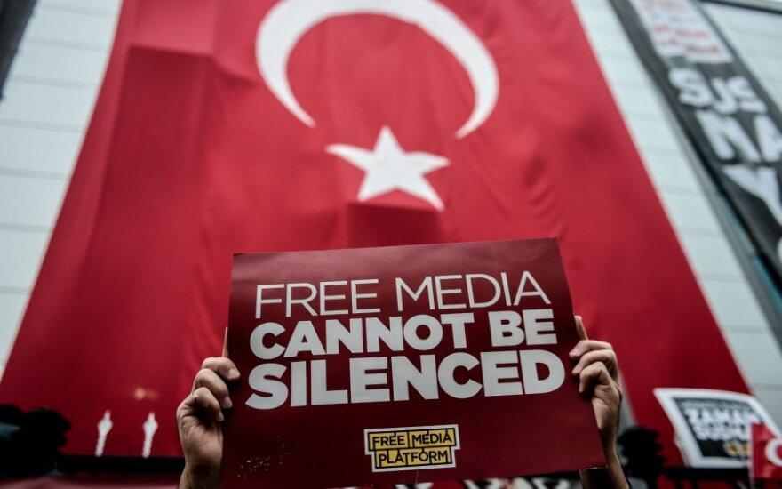 Turkijos policija šturmavo vyriausybę kritikuojančios žiniasklaidos grupės būstinę