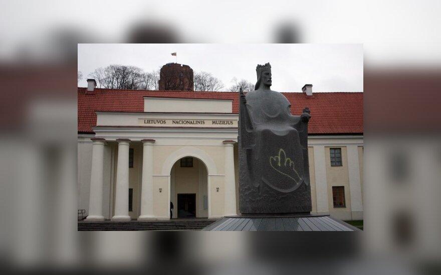 Vilniuje išniekinti paminklai Mindaugui, Gediminui ir angelui
