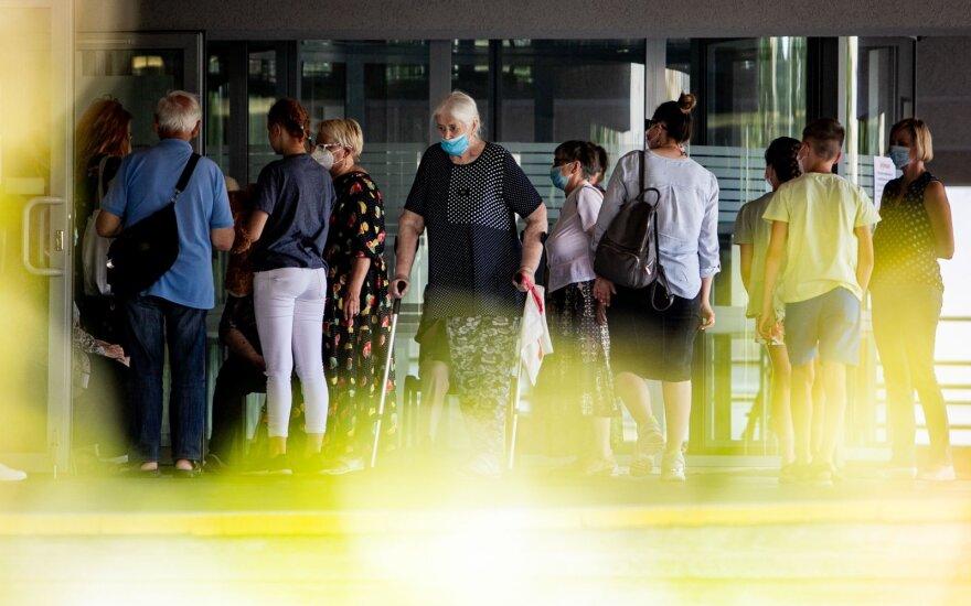 Su karantinu pacientų vargai nesibaigė: periferinėse ligoninėse kai kurių paslaugų tiesiog neliko