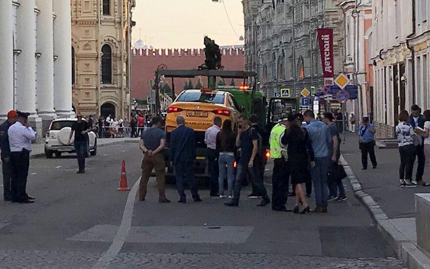 Maskvoje taksi automobiliui įsirėžus į pėsčiuosius sužeisti mažiausiai septyni žmonės