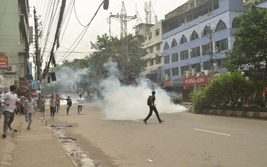 Bangladešo premjerės Sheikh Hasinos partija iškovojo triuškinamą pergalę rinkimuose