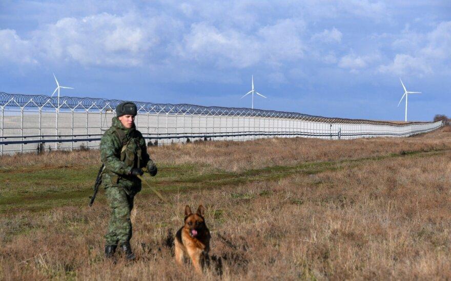 Krymas nuo Ukrainos atskirtas spygliuota tvora