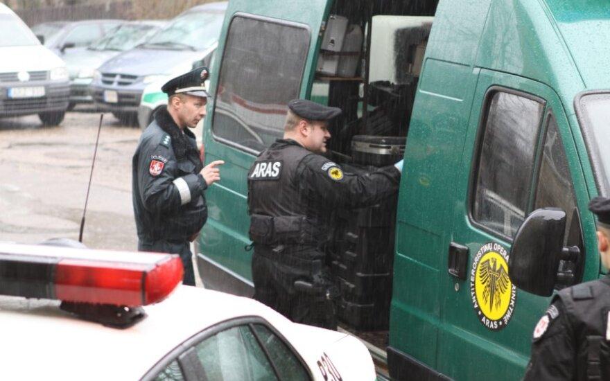 Trakuose mergina prie buto durų rado nerimą sukėlusį paketą, pradėtas tyrimas dėl terorizavimo