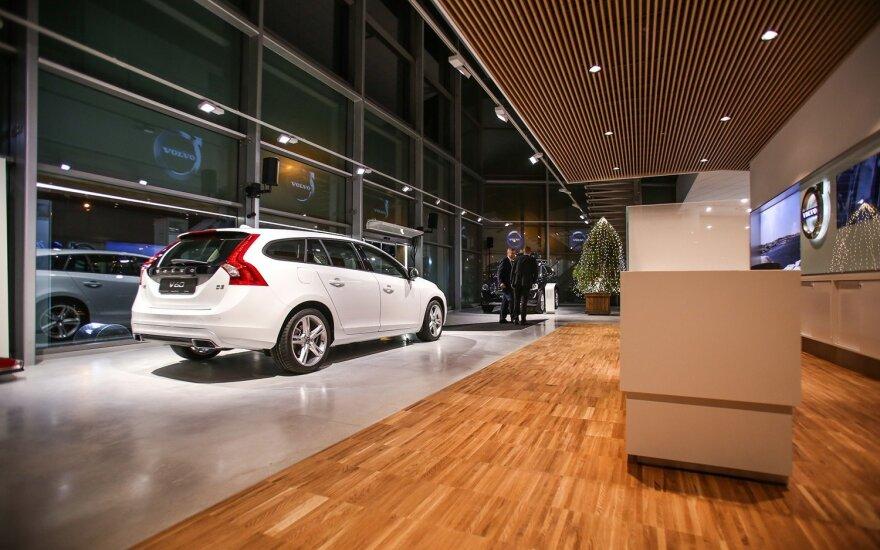 """Atnaujintas """"Volvo"""" salonas atvėrė duris"""