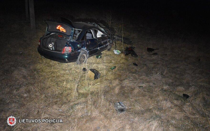 Nuo policijos sprukęs girtas vairuotojas nulėkė nuo kelio